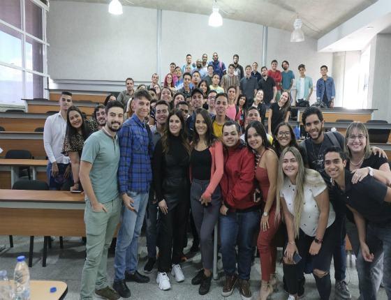 La periodista deportiva Carolina Padrón visitó la UCAB